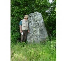 Neuville-Bosc : Menhir...